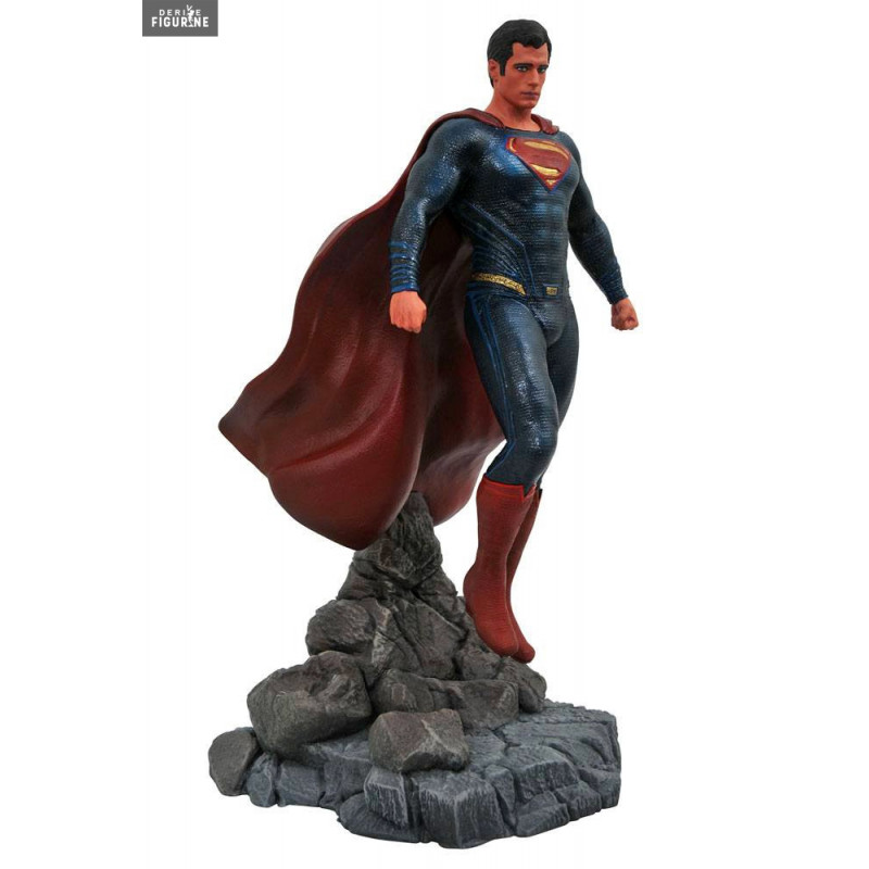 Figurine officielle de Superman en PVC d environ 23 centimètres de haut.  Elle est fabriquée par Diamond Select Toys. 663f7926934